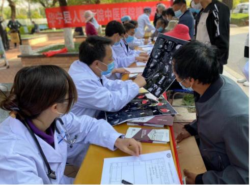 我院专家赴华宁县人民医院开展义诊活动